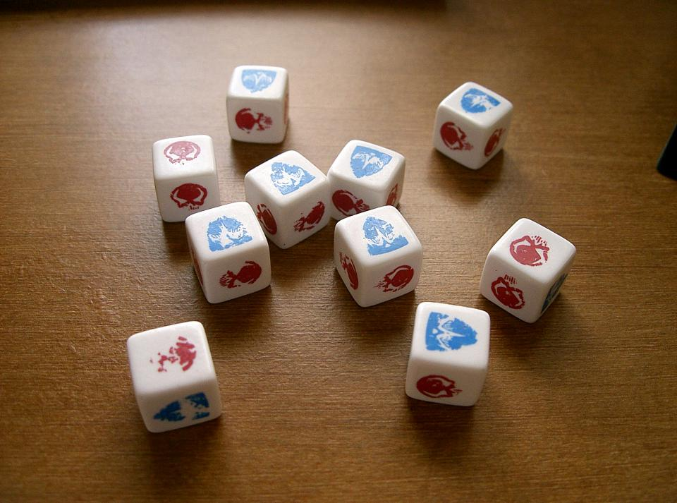 Free Shipping! Skulls and Shields White Heroscape 12 Combat Dice